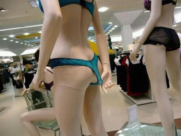 mannequin pulling a wedgie